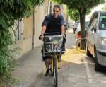 A vélo avec un facteur